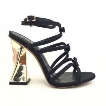 Tiffi sandalo tessuto su tacco scultura