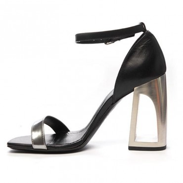 Vic matiè sandalo su tacco forato tallone chiuso pelle nero